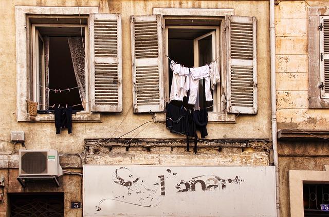 prádlo v okně.jpg