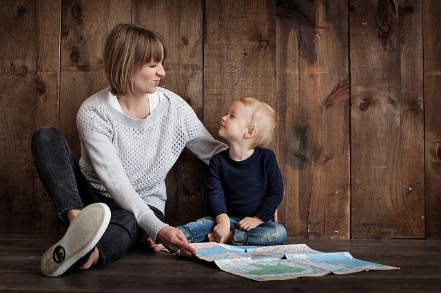 koukání se synem do mapy